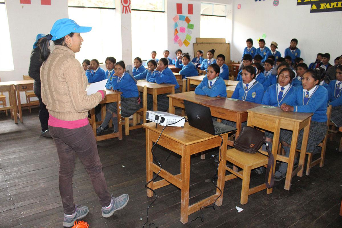"""Workshop im Rahmen des Projekts """"Mädchennetzwerke"""" in Peru"""