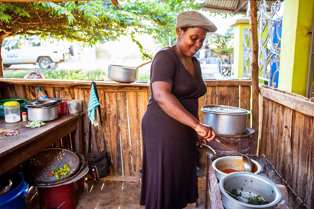 Unterstützung bei der Gründung kleiner Unternehmen, wie beispielsweise ein Restaurant, kann Kinderarbeit verhindern.